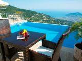 Alanya'da satılık müstakil havuzlu villa